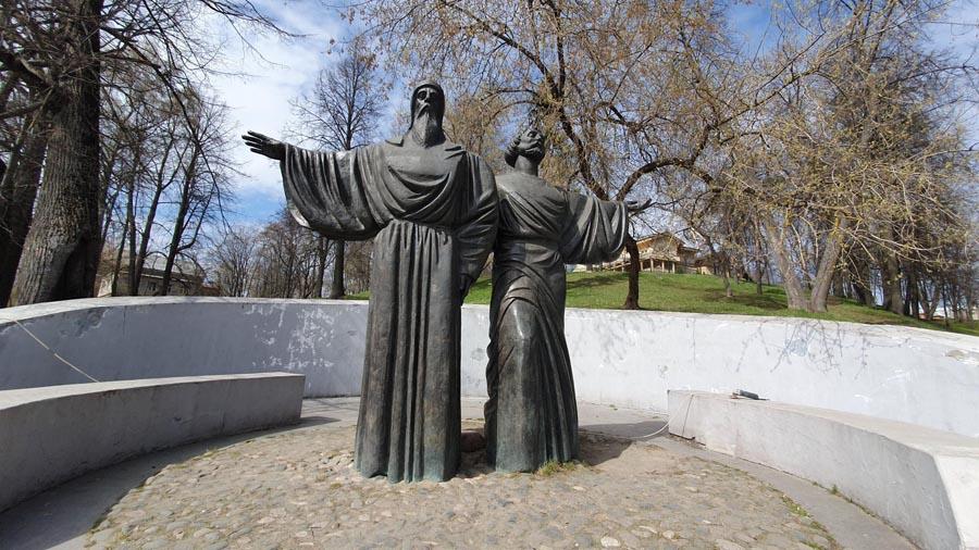 Памятник Феодосию и Афанасию