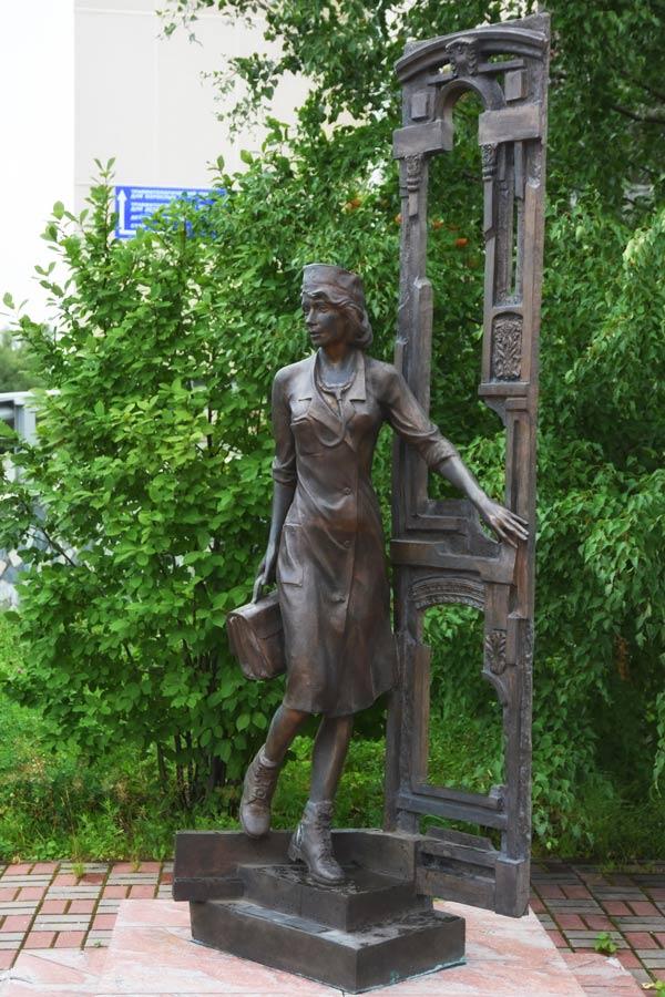 Памятник медсестре