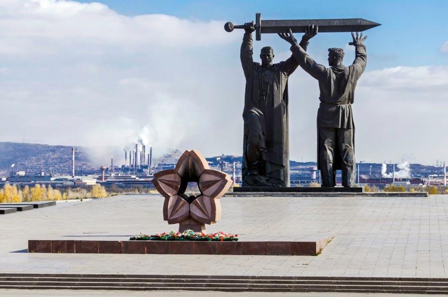 Памятник Тыл-Фронту