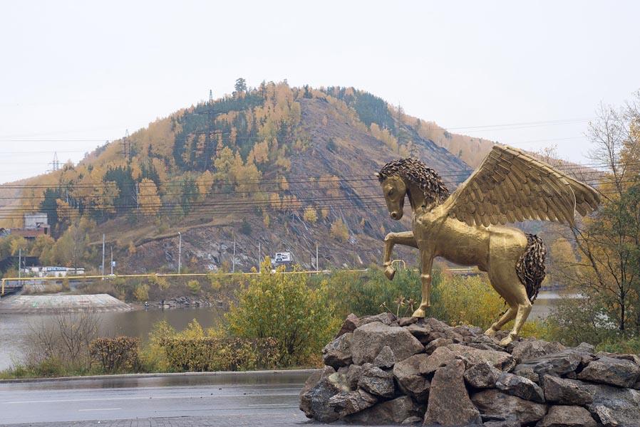 Крылатый конь Златоуст