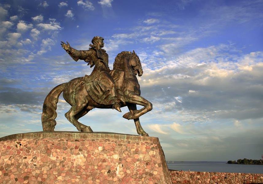 Памятник Елизавете