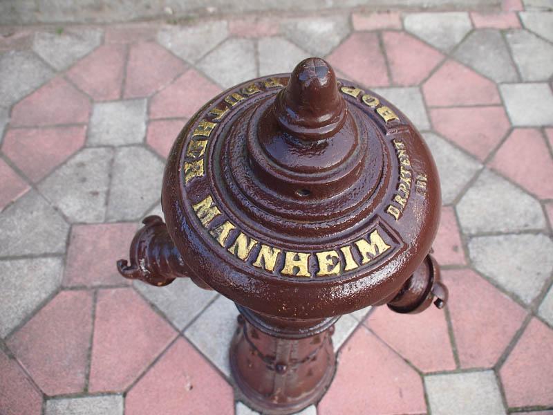 Старинный пожарный гидрант