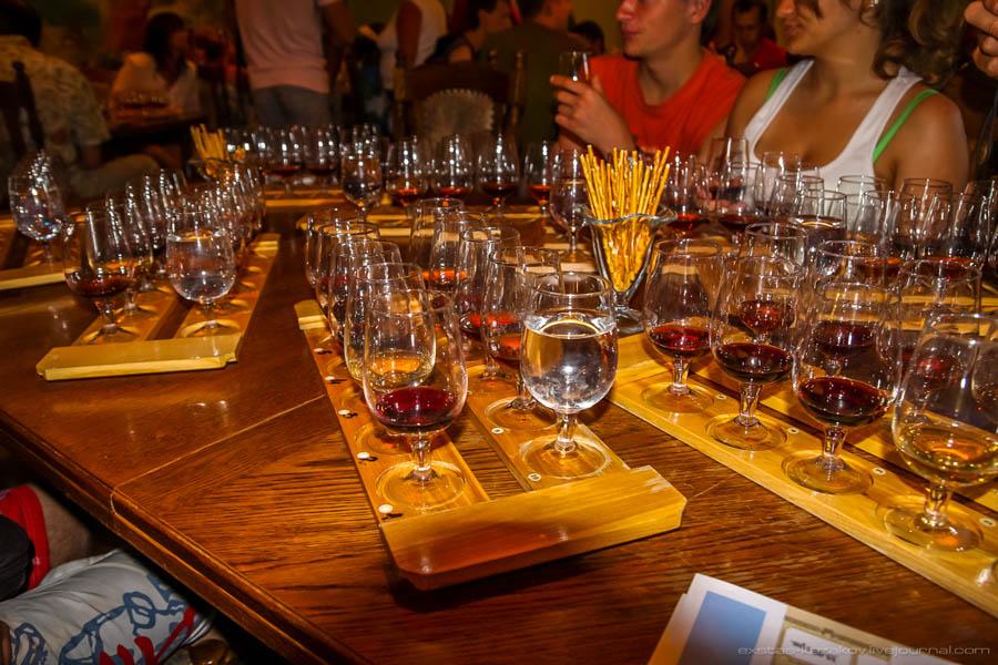 Дегустационный зал винодельческого завода в Крыму
