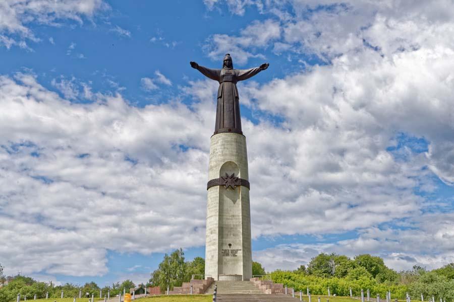 Монумент «Мать-Покровительница»