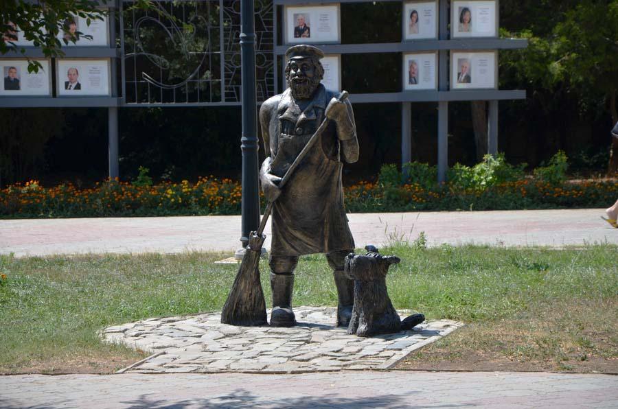 Фото памятника дворнику