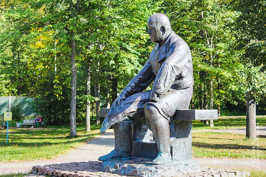 Памятник М. Г. Мещерякову