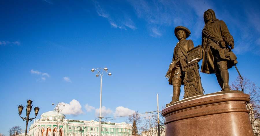 Памятник Татищеву и де Геннину