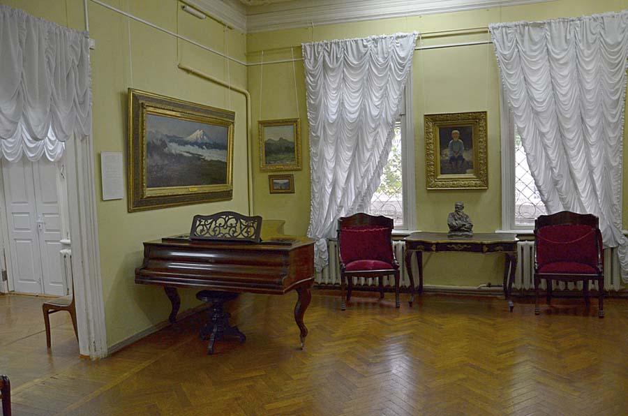 Внутри музея Ярошенко