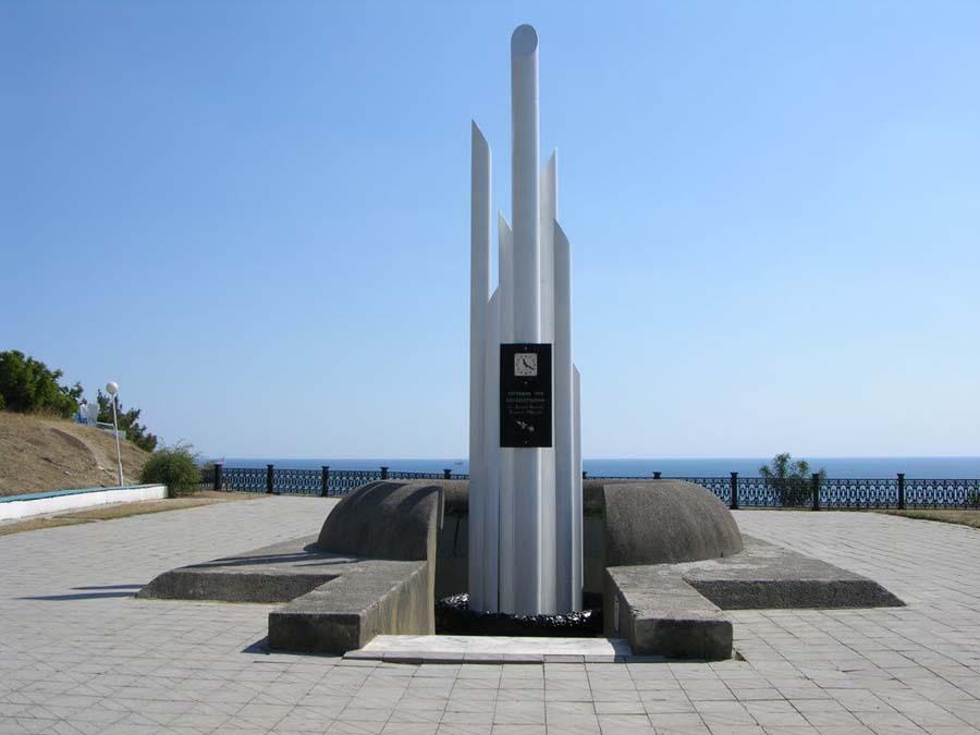Памятник затонувшим на «Адмирале Нахимове»