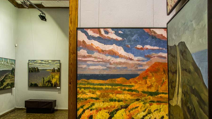 Внутри гелереи картин