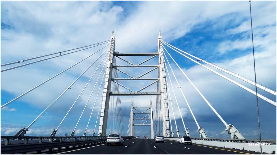 Проезд по мосту в Керчи