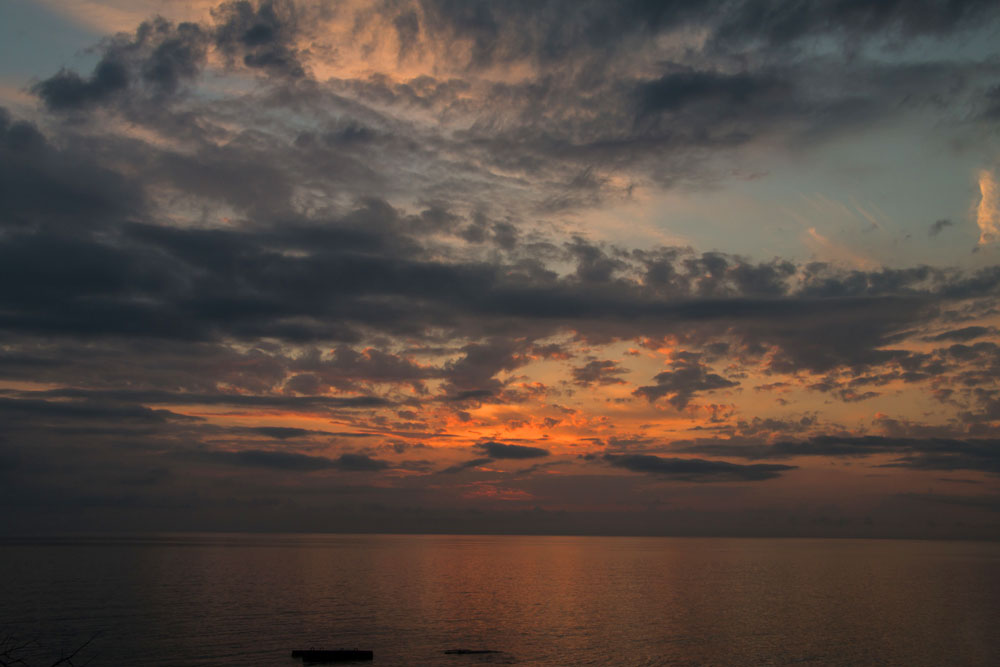 Закат на море в Пицунде