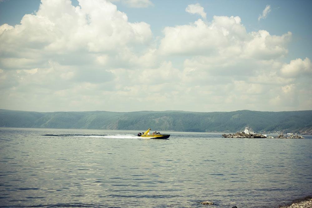Фото катера на Байкале
