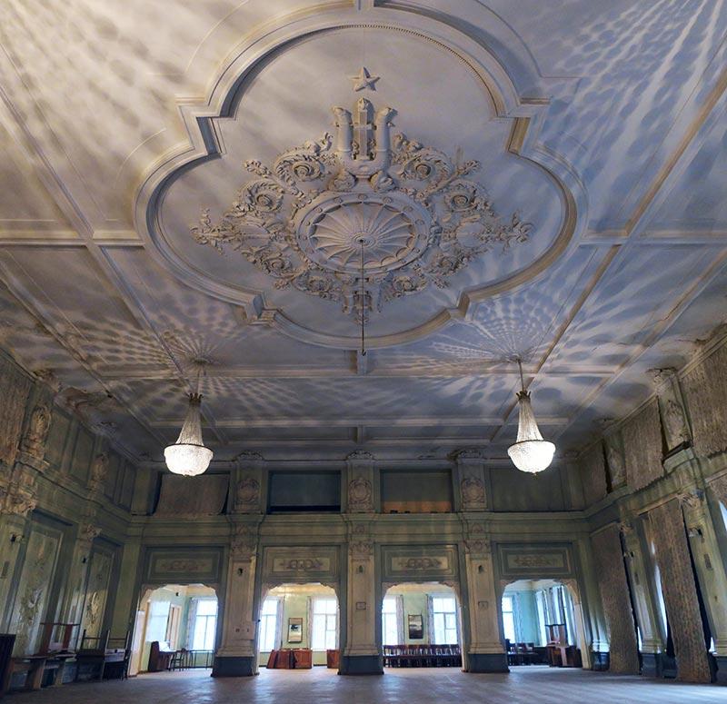 Итальянский дворец внутри