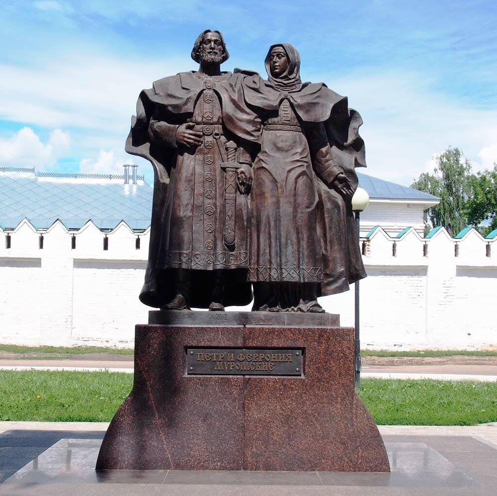 Памятник святым муромским Петру и Февронии